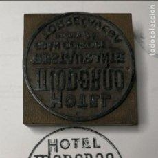 Antigüedades: HOTEL MODERNO. TORRELAVEGA. ANTIGUO TAMPÓN.SELLO DE IMPRENTA.CUÑO DE MADERA. CLICHÉ.. Lote 112518715