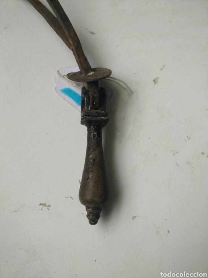 Antigüedades: Antiguo tirador de forja - Foto 3 - 127141111