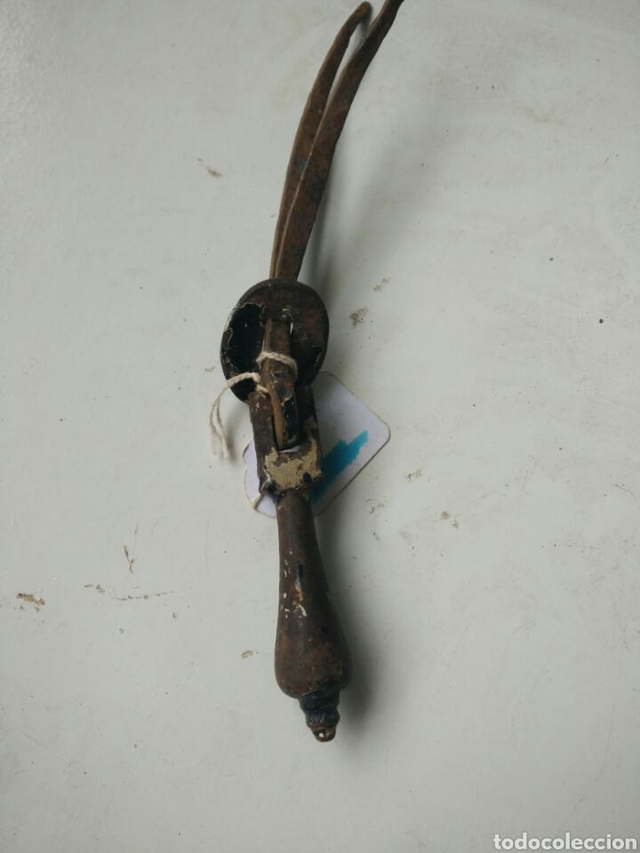 Antigüedades: Antiguo tirador de forja - Foto 4 - 127141111