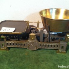 Antigüedades: BONITA BALANZA DE COMESTIBLES CON PLATO DE LATON DE PRINCIPIOS DEL XX (BF 06). Lote 112637491