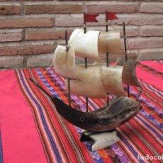 Antigüedades: BARCO VELERO REALIZADO EN CUERNO DE TORO.. Lote 112651311