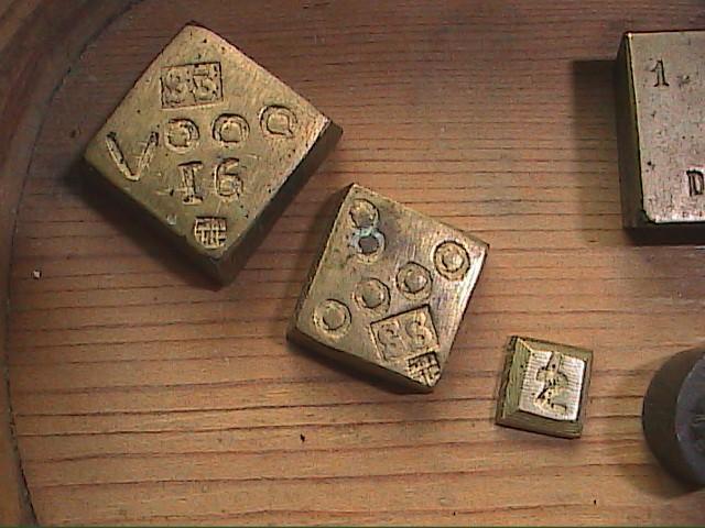 Antigüedades: EXCELENTE LOTE DE BALANZA CON 11 PONDERALES. S. XVIII. BARCELONA. - Foto 2 - 112710639