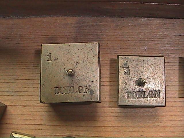 Antigüedades: EXCELENTE LOTE DE BALANZA CON 11 PONDERALES. S. XVIII. BARCELONA. - Foto 3 - 112710639