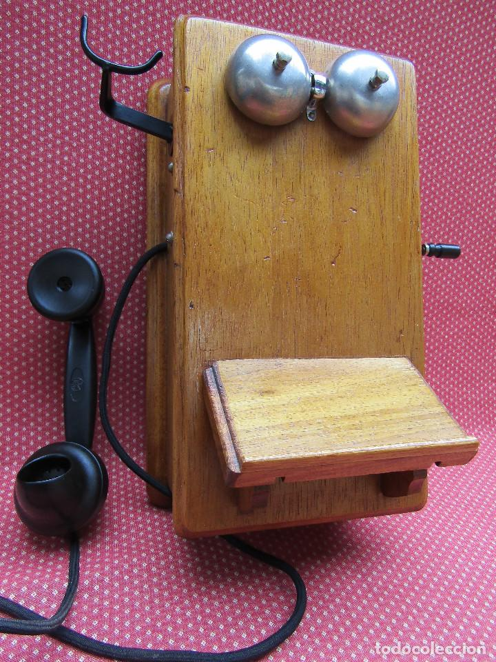 ANTIGUO TELEFONO DE PARED DE GRAN TAMAÑO DE ORIGEN INGLÉS, MEDIADOS DEL SIGLO XX. (Antigüedades - Técnicas - Teléfonos Antiguos)