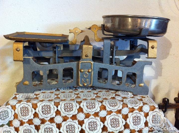 Antigüedades: PEQUEÑA Y BONITA BALANZA CON FUERZA 3 KG DE PRINCIPIOS DE S. XX (BG 08) - Foto 2 - 112728707