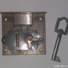 Antigüedades: CERRADURA PARA MUEBLES. Lote 112759411