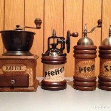 Antigüedades: LOTE 1 MOLINO MOLINILLO DE CAFE, 2 MOLINILLOS DE PIMIENTA Y 1 SALERO, DECORADO CON TELA DE SACO.. Lote 112918187