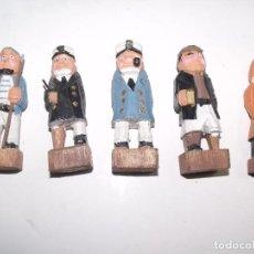 Antigüedades: 5 CINCO FIGURITAS DE MADERA TALLADA Y PINTADA MARINEROS MARINOS 9 CMS S.XX. Lote 112922427