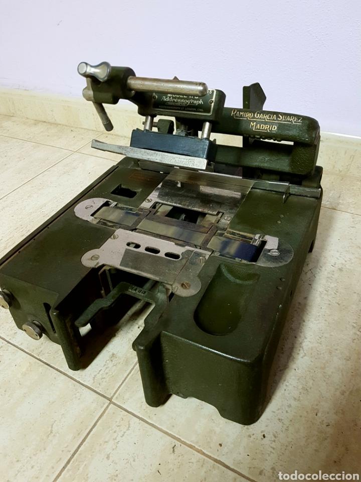 ADDRESSOGRAPH MODEL H3, LONDON. MAQUINA PARA ETIQUETADORA (Antigüedades - Técnicas - Máquinas de Escribir Antiguas - Otras)