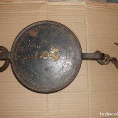 Antigüedades: BÁSCULA DE MUELLE 100 KG DE HIERRO DE FORJA. Lote 112950439