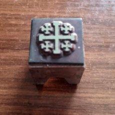 Antigüedades: CLICHÉ METÁLICO TIPOGRAFÍA (ANTIG. PLANCHAS DE IMPRENTA), AÑOS 80, CRUZ JERUSALÉN, MED: 1,8X1,8 CMS.. Lote 112974307