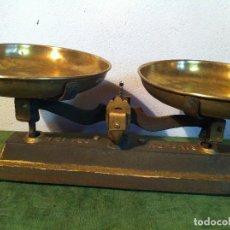 Antigüedades: BONITA BALANZA ESPAÑOLA FUERZA 10 KG CON DOS PLATOS DE BRONCE DE PRINCIPIOS S. XX (BL 08). Lote 112997071