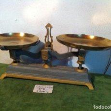 Antigüedades: OFERTON BONITA BALANZA ESPAÑOLA FUERZA 5 KG CON PLATOS ALMERIA PRINCIPIOS S. XX (BL 10). Lote 112999555