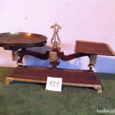 Antigüedades: PRECIOSA BAALANZA FORCE CON DOS PLATO DESIGUALES FUERZA 5KG (BL 06). Lote 113012447