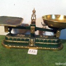 Antigüedades: MUY BONITA BALANZA CON FUERZA PARA 5 KG DE PRINCIPIOS DE S. XX (B138). Lote 113109023