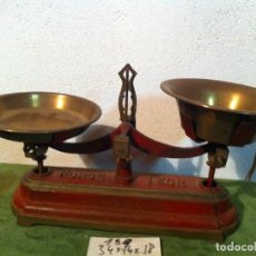 Antigüedades: PEQUEÑA Y MUY BONITA BALANZA FORCE FUERZA 1 KG CON 2 PLATOS LATON (BM 07). Lote 113111063