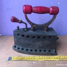 Antigüedades: ANTIGUA PLANCHA DE CARBON MARCADA UC ESPAÑA. Lote 113117319