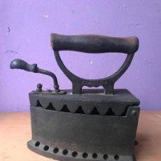 Antigüedades: ANTIGUA PLANCHA DE CARBON MARCADA ELORRIO LINCE. Lote 113117783
