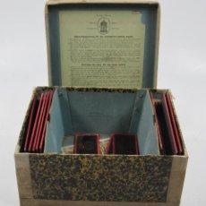 Antigüedades: CAJA Y CRISTALES DE LINTERNA MÁGICA, FINALES DEL SIGLO XIX PRINCIPIOS DEL XX. 24,5X20X11CM. Lote 113156987