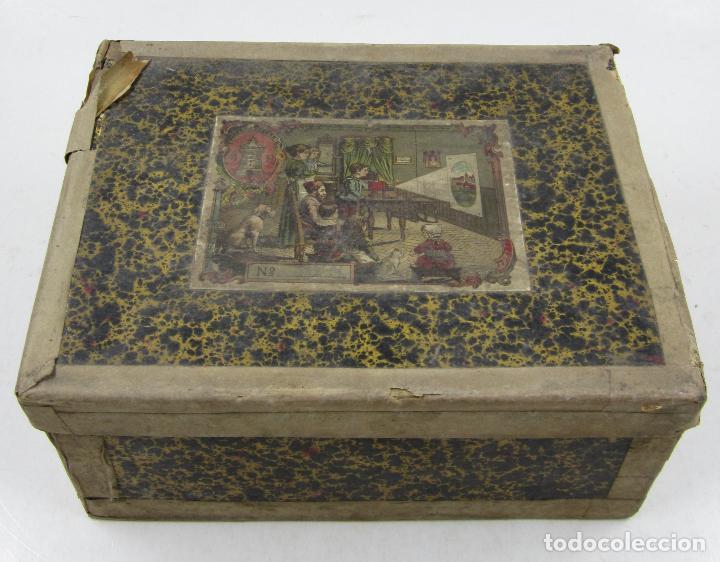 Antigüedades: caja y cristales de Linterna mágica, finales del siglo XIX principios del XX. 24,5x20x11cm - Foto 3 - 113156987