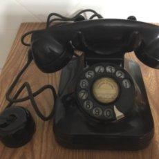 Teléfonos: TELÉFONO SOBREMESA EN BAQUELITA NEGRA, CON DISCO, DE STANDARD ELÉCTRICA PARA LA CTNE. Lote 113251020