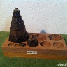Antigüedades: MAGNIFICO JUEGO DE 9 ANTIGUAS PESAS DE HIERRO Y DE BRONCE DE 10G A 1KG (PT13). Lote 113288379