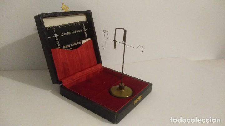 Antigüedades: antigua balanza micrometrica - Foto 4 - 113338223