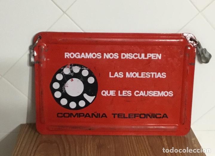 CARTEL O CHAPA DE SEÑALIZACIÓN DE TRABAJOS EN LA RED TELEFÓNICA (Antigüedades - Técnicas - Teléfonos Antiguos)