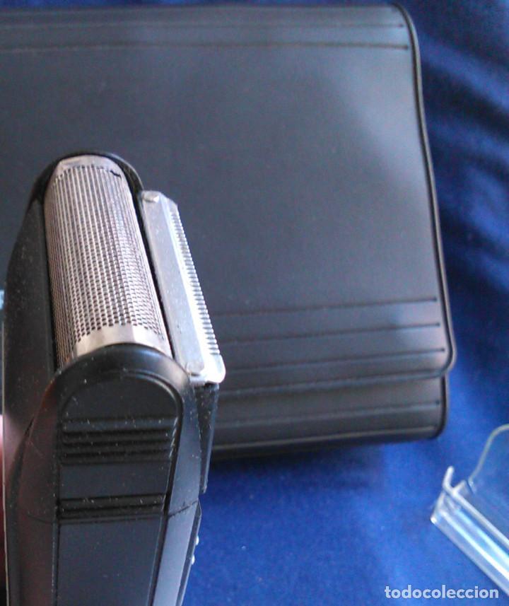 Antigüedades: Máquina de afeitar Braun 5235. Maquinilla electrónica antigua, de los años 80, con estuche. - Foto 4 - 113379863