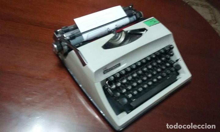 Antigüedades: Antigua maquina de escribir Triumph Contessa de Luxe Años 70. - Foto 3 - 113410527