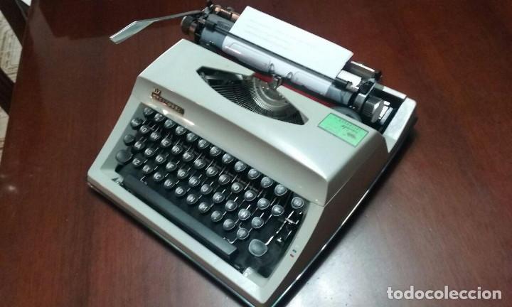 Antigüedades: Antigua maquina de escribir Triumph Contessa de Luxe Años 70. - Foto 4 - 113410527