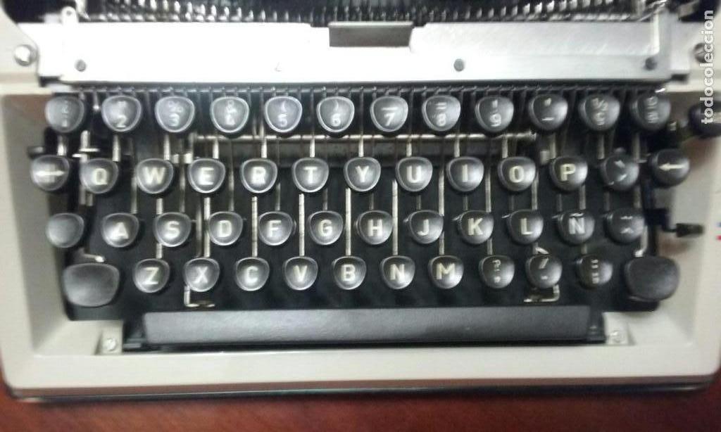 Antigüedades: Antigua maquina de escribir Triumph Contessa de Luxe Años 70. - Foto 7 - 113410527
