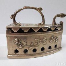 Antigüedades: PLANCHA DE CARBON - PARA DECORACION . METALICA. Lote 113413431