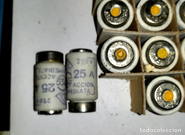 Antigüedades: 19 ANTIGUOS FUSIBLE CERAMICO GECO 250V 25A sin usar en su caja - Foto 2 - 113415379