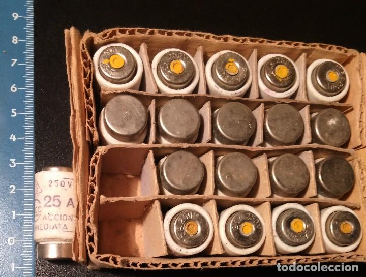 Antigüedades: 19 ANTIGUOS FUSIBLE CERAMICO GECO 250V 25A sin usar en su caja - Foto 3 - 113415379