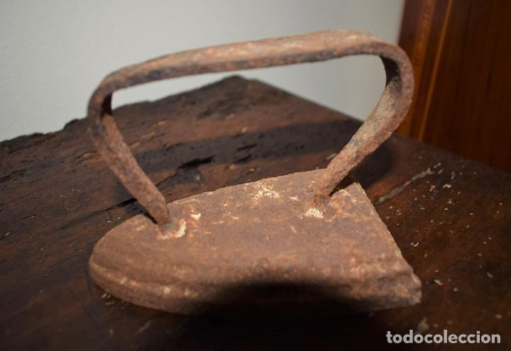 ANTIGUA PLANCHA DE HIERRO (Antigüedades - Técnicas - Planchas Antiguas - Carbón)