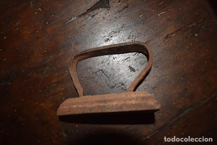Antigüedades: ANTIGUA PLANCHA DE HIERRO - Foto 3 - 113435079