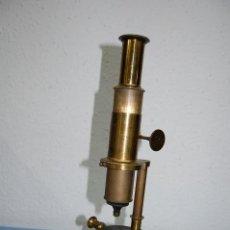 Antigüedades: GRAN MICROSCOPIO DE LATON DE 50 CM ALTURA. Lote 113435891