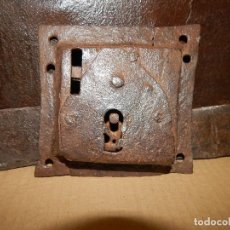 Antigüedades: ANTIGUA CERRADURA DE CAJETIN. Lote 113445103