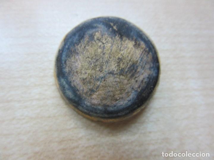 CLAVO ORNAMENTAL DORADO DE BRONCE PROBABLEMENTE MEDIEVAL (Antigüedades - Técnicas - Cerrajería y Forja - Clavos Antiguos)