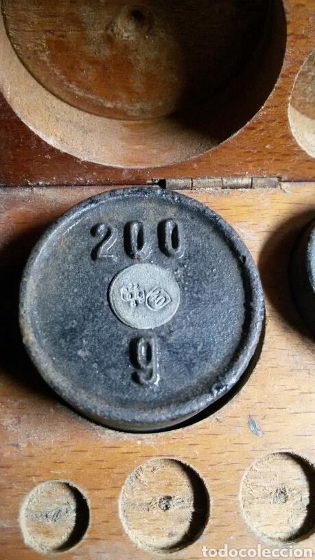 Antigüedades: Caja juego pesas antiguas ponderales balanza marca dr - Foto 3 - 113461171