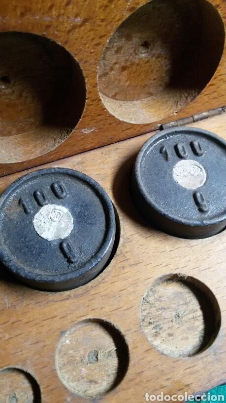 Antigüedades: Caja juego pesas antiguas ponderales balanza marca dr - Foto 4 - 113461171