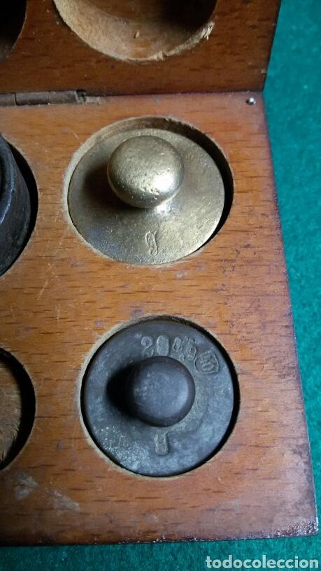 Antigüedades: Caja juego pesas antiguas ponderales balanza marca dr - Foto 5 - 113461171