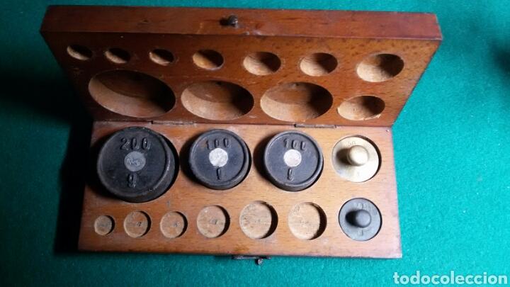 Antigüedades: Caja juego pesas antiguas ponderales balanza marca dr - Foto 7 - 113461171