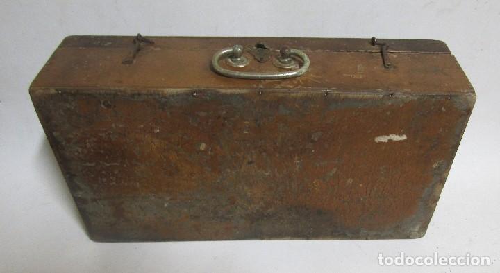 Antigüedades: MALETIN DE MADERA PERTENECIO A UN BARBERO CIERRE METALICO VER IMAGNES Y DESCRIPCION - Foto 5 - 113573311