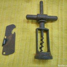 Antigüedades: SACACORCHOS Y ABRELATAS HIERRO. ANTIGUO.. Lote 113629051