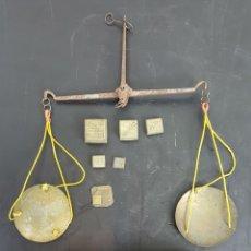 Antigüedades: BALANZA QUILATERA PARA ORO Y PLATA. CAJA DE MADERA. SIGLO XIX. . Lote 113775419