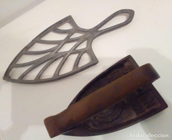 Antigüedades: MUY BONITA PLANCHA CON SOPORTE DE ALUMINIO - Foto 3 - 113860227