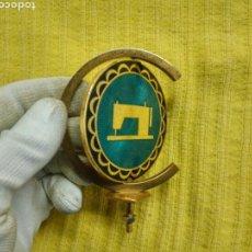 Antigüedades: PLACA 50 ANIVERSARIO MAQUINA COSEDORAS ALFA 1920 1970. Lote 145384892
