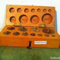 Antigüedades: ESTUCHE DE 11 ANTIGUAS PESAS DE BRONCE DESDE 1G A 200G (B19). Lote 114398823